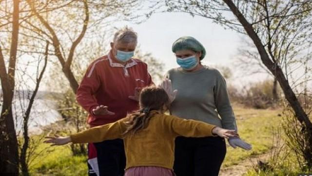 পূর্ণ টিকাপ্রাপ্তরা মাস্কবিহীন দেখা সাক্ষাৎ করতে পারবে : সিডিসি